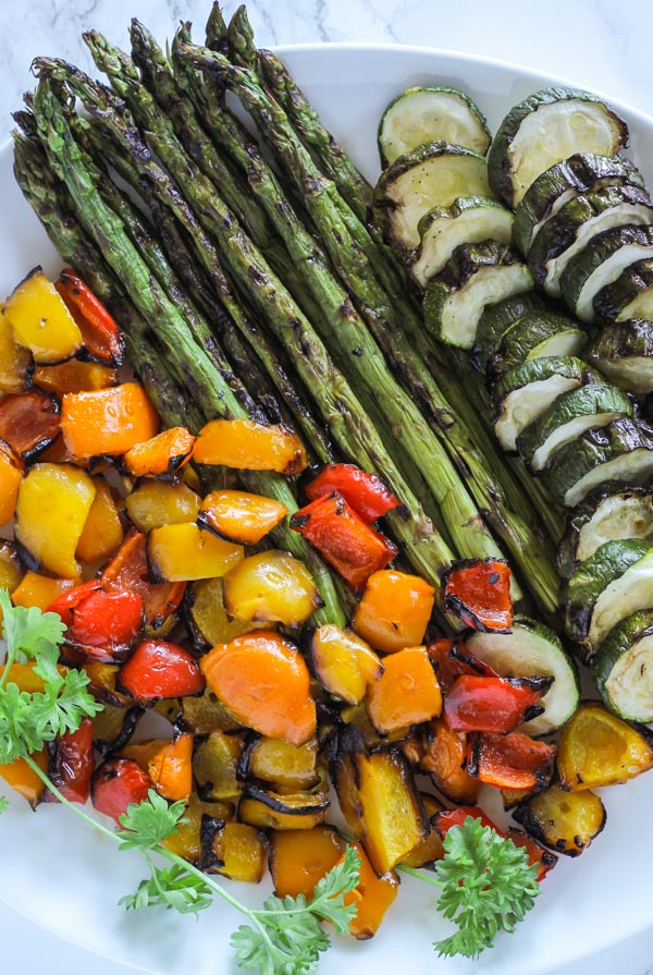 plate with grilled asparagus, grilled zucchini, and grilled peppers